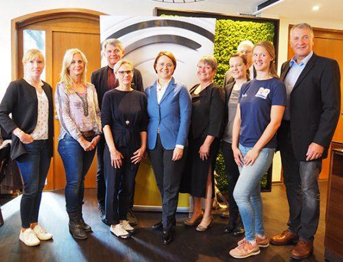 """Staatsministerin Widmann-Mauz sichert Fördergeld bis 2021 für """"Willkommen im Sport"""" zu"""